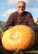Dr George Cook and 113lb pumpkin from www.allaboutallotments.com