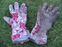 Ethel Canterbury gardening gloves for women