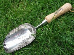 Wilkinson's Sword compost scoop