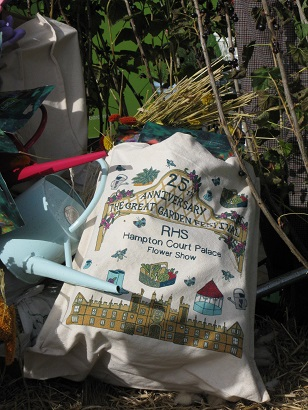 Embroidered bag on the RHS Hub.