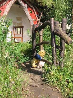Winnie the Pooh and Piglet, RHS Hampton Court 2015, Designed Anthea Guthrie