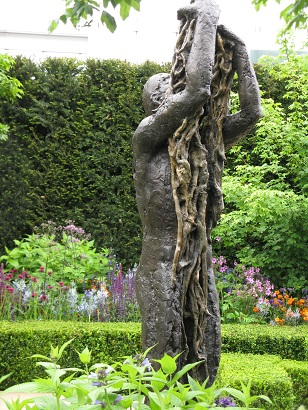 Morgan Stanley Healthy Cities garden, Let Heavens Go sculpture, Chelsea Flower Show 2015